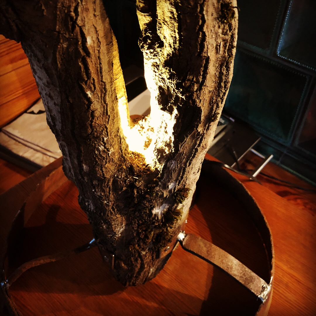 lordrieger_upcycling-moebel_03-lampe-holz.JPG